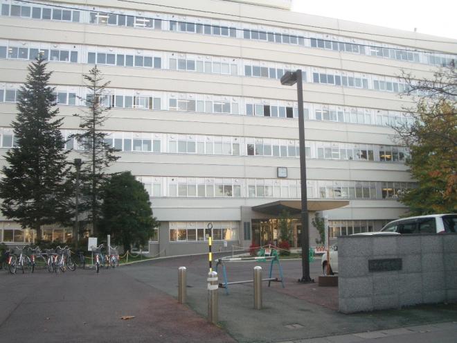 弘前大学医学部まで徒歩10分、S.K.K.情報ビジネス専門学校まで徒歩7分ほど、東北女子短期大学まで徒歩15分です。