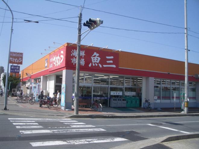 スーパー「さとちょう」まで徒歩6分!その先にJR弘前駅の城東出口があります。