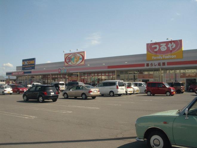 車で5分以内で、24Hスーパーのマックスバリューやホームセンター、薬局、100円均一、美容室、クリーニング店、飲食店が集まっている「イオンタウン安原」に行けます!