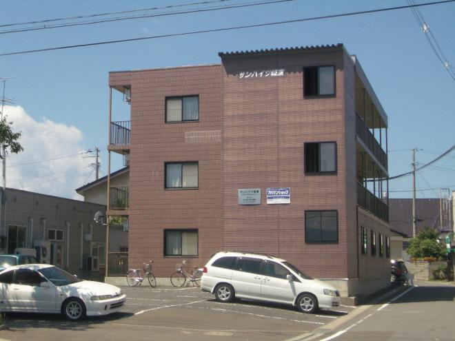 鉄骨造のしっかりした造りのアパート。南向きのベランダがいいですよ♪