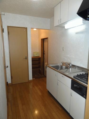 キッチンスペースです。冷蔵庫などは流し台の横に置けます。