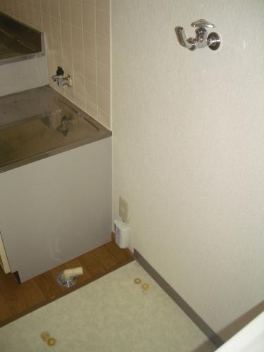 洗面台の横は洗濯機置き場です。