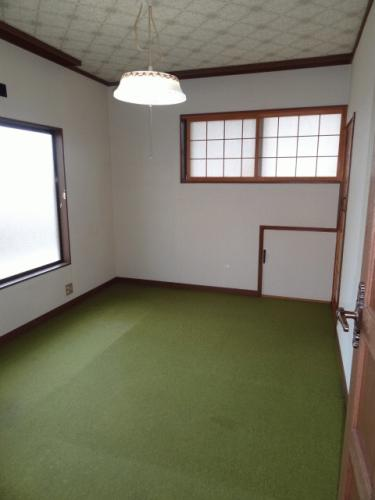 2階の洋室です。2階の洋室にもそれぞれ収納が付いています。