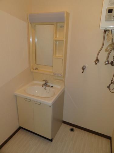 洗面脱衣所です。洗面台隣が洗濯機置き場です。