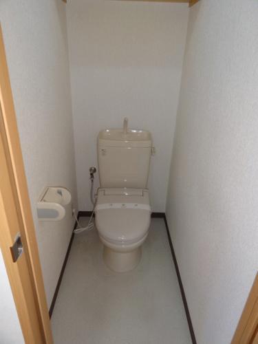 トイレは暖房便座付き♪