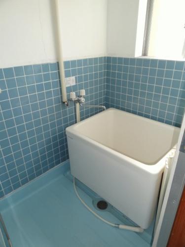 お風呂です。窓もあって換気もできます。カビ予防に。