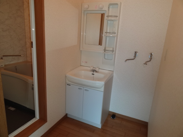 洗面所に、洗面台と洗濯機置き場あり!