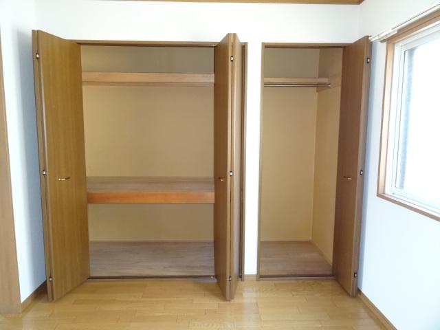 収納はこんな感じ。普通の一人暮らし用アパートにある収納の、約1.5倍!