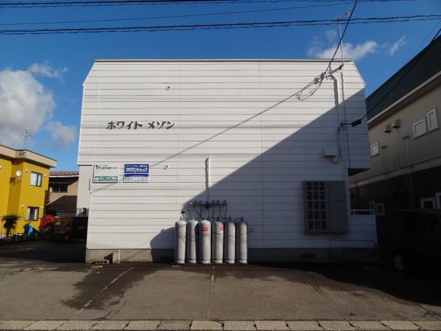 JR弘前駅まで徒歩8分。スーパー「さとちょう」まで7分です。