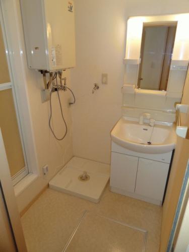 洗面脱衣所もあります。お風呂は追い焚きが付いています。
