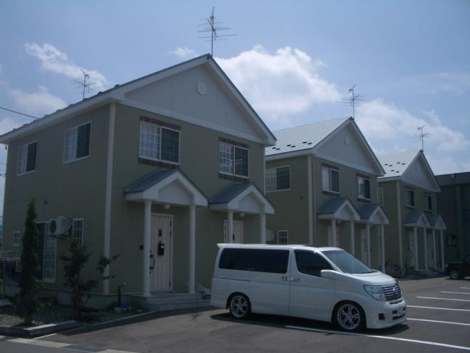 2世帯が一つの建物になっています。さらにメゾネットなので騒音などが少なく快適です。