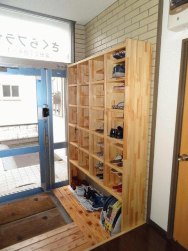 1階共用玄関です。安心してください、玄関は電子ロック付きです!