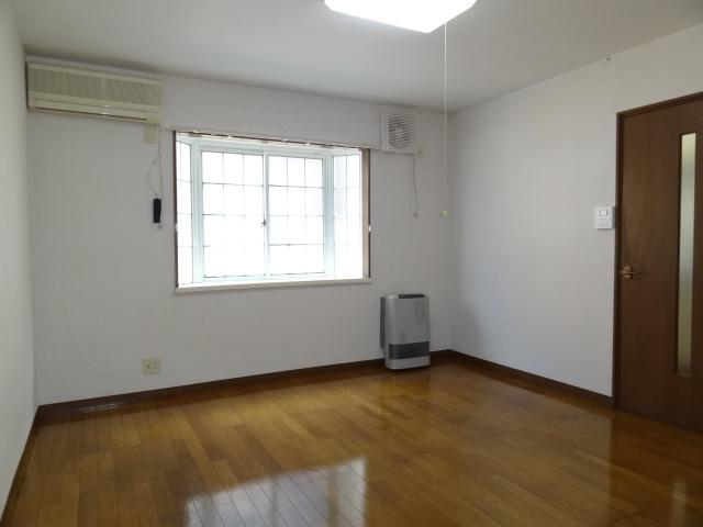 洋室です。窓は東向きとなります!