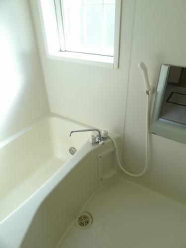 浴室暖房乾燥機能が付いています。冬は洗濯物も乾燥できます。また追い焚きも出来ます!!