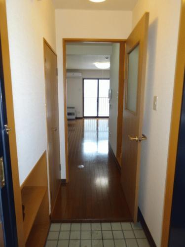玄関です!玄関とお部屋をちゃんと仕切れます♪