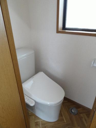 トイレです♪新しい便座へ取り替え、洗浄便座付きです♪