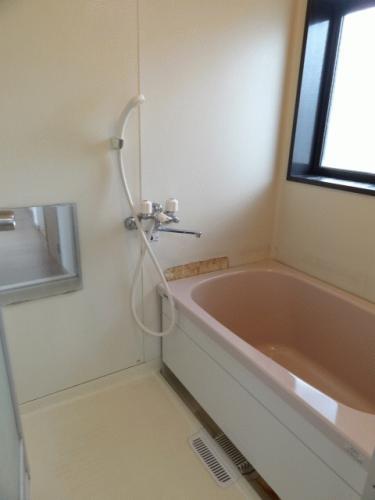 お風呂です♪元々バランス釜でしたが、新しい浴槽に入れ替えました!