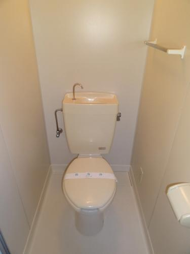 トイレ。お風呂とトイレは別々です。