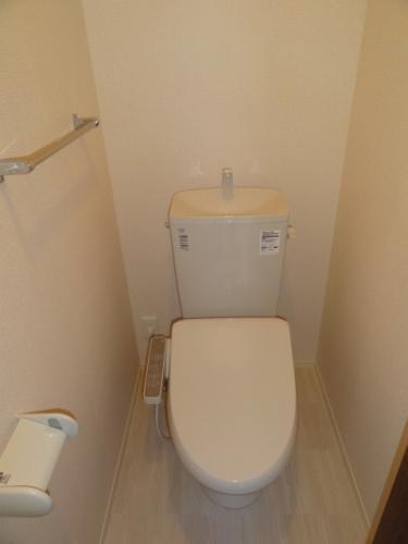 トイレは洗浄便座付き!
