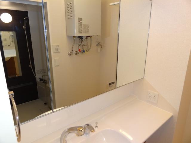 鏡の大きい洗面台♪