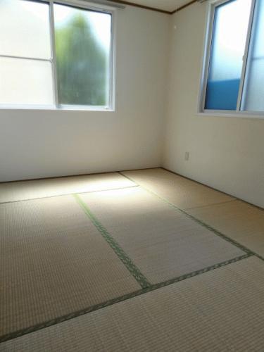 和室6帖です!このお部屋は窓が2面あって明るいです♪
