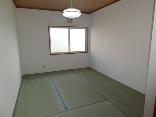 2階和室6帖です。南向きです。