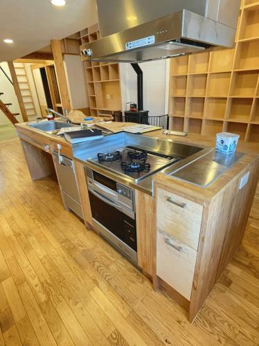 キッチンには食洗器、ガスコンロ、魚焼きグリルが備えつけ!